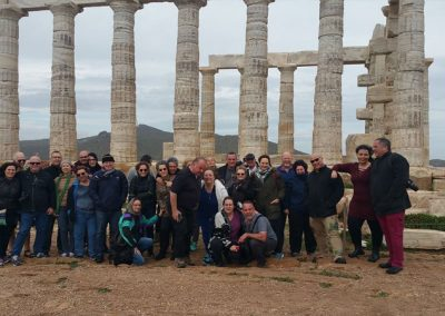 תמונה קבוצתית בקיפ-סוניו שרידי המקדש של פוסידון